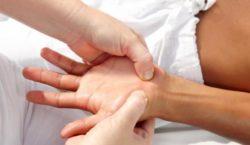 массаж кисти руки