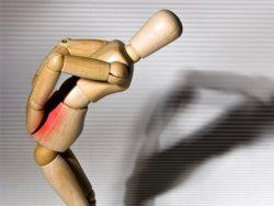 фигурка человека с больной спиной