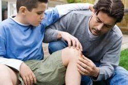 у ребенка болит колено
