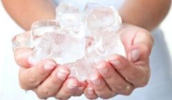 лед в руках