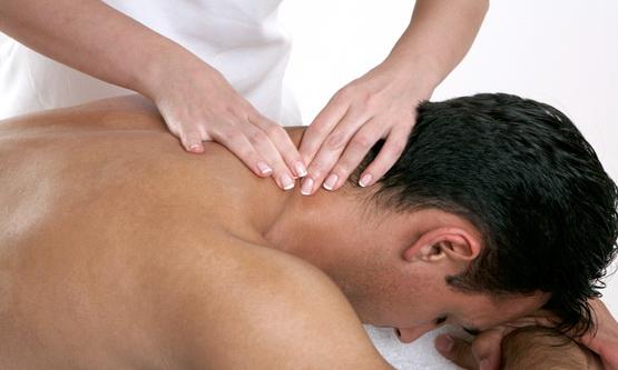 Как сделать массаж спины мужчине (видео уроки по) 44